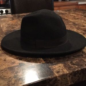 Polyester/Wool hat